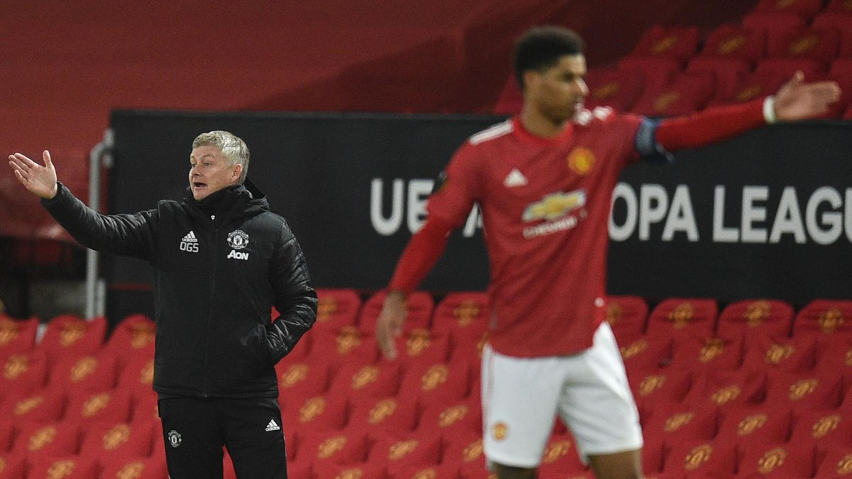 Manchester United's Norwegian manager Ole Gunnar Solskjaer (L) and Manchester United's English striker Marcus Rashford (R)