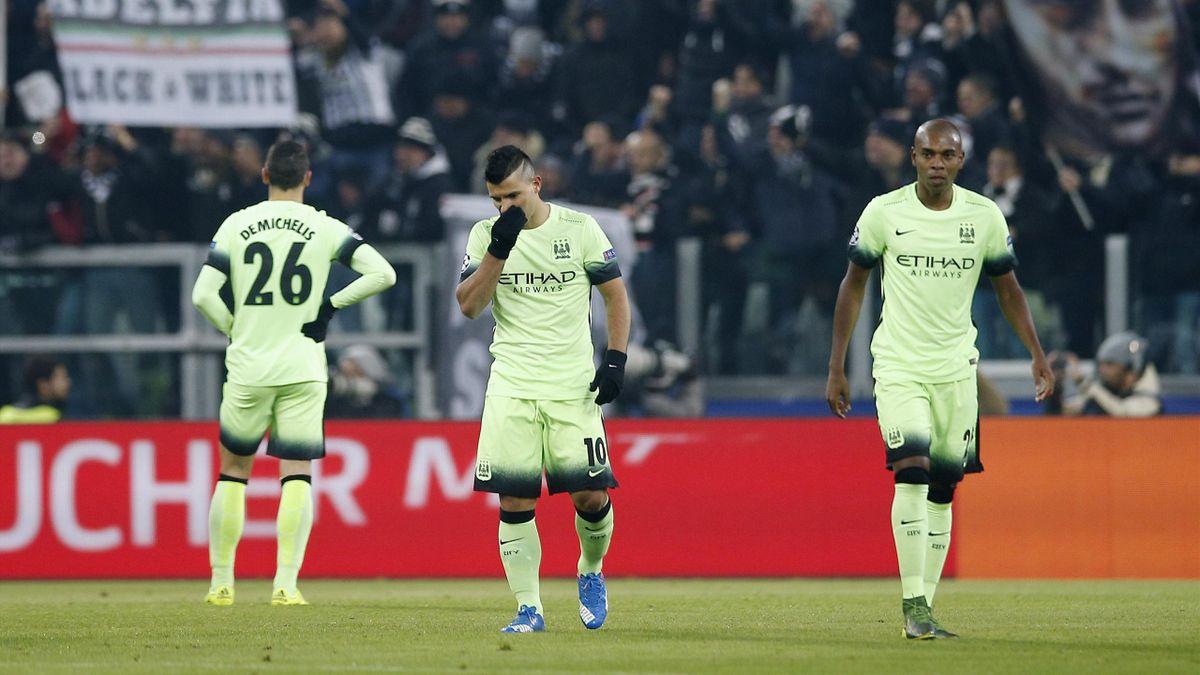 Sergio Aguero, Fernandinho și Martin Demichelis, în tricoul lui Manchester City