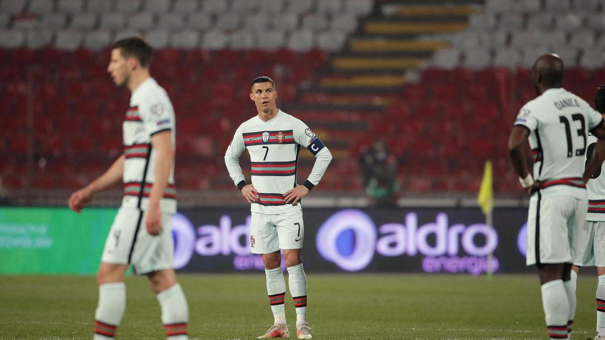 Cristiano Ronaldo dépité lors de la rencontre Serboe - Portugal en éliminatoires de la Coupe du monde 2022