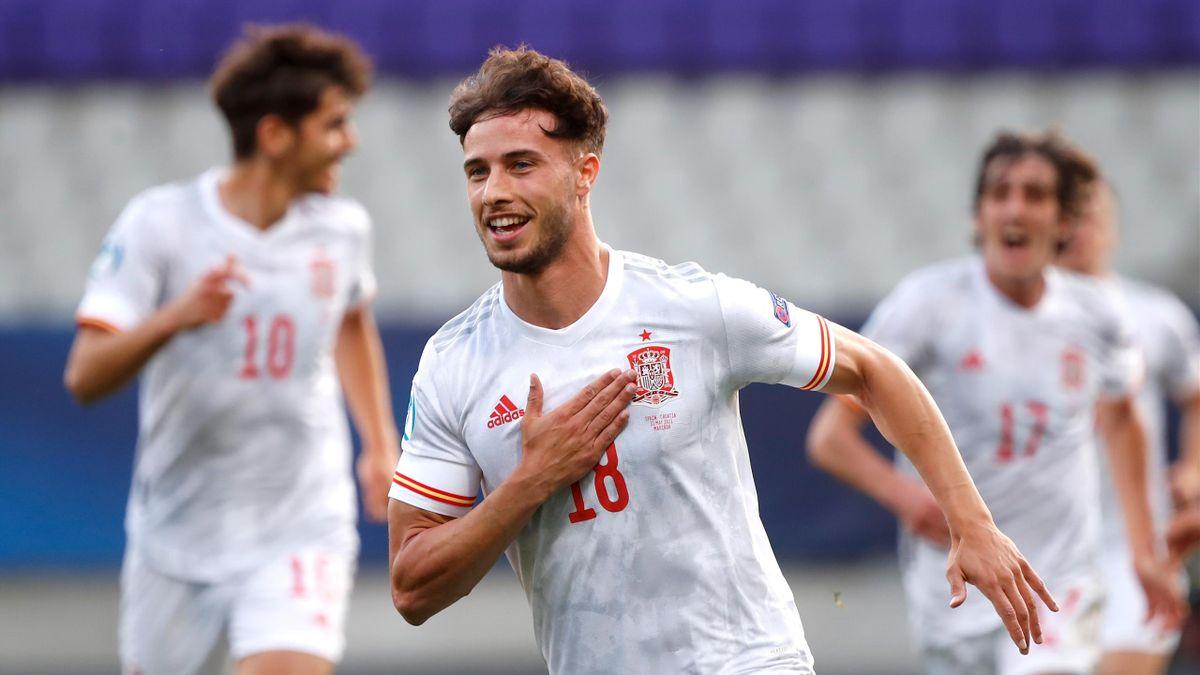Puado celebra un gol en el partido entre España y Croacia