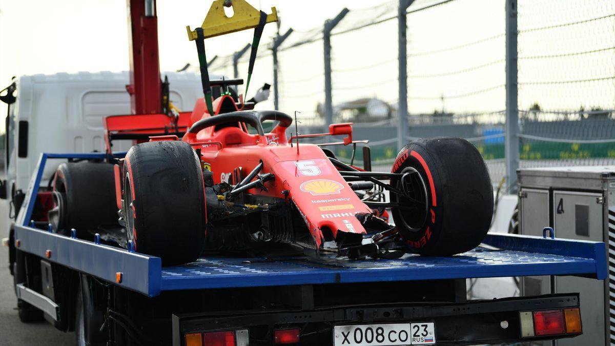 Sebastian Vettels Ferrari nach dem Crash im Qualifying zum GP Russland in Sotschi