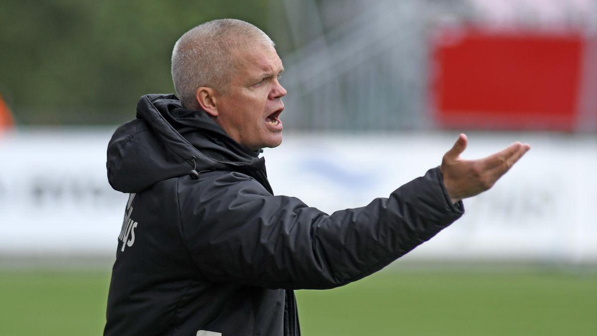 Tromsøs trener Gaute Helstrup under eliteseriekampen i fotball mellom Tromsø og Rosenborg på Alfheim Stadion.
