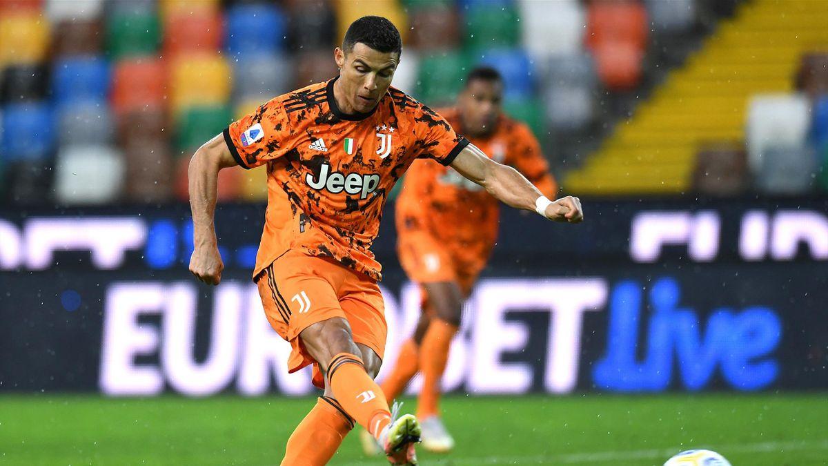Ronaldo scores from the spot fot Juventus