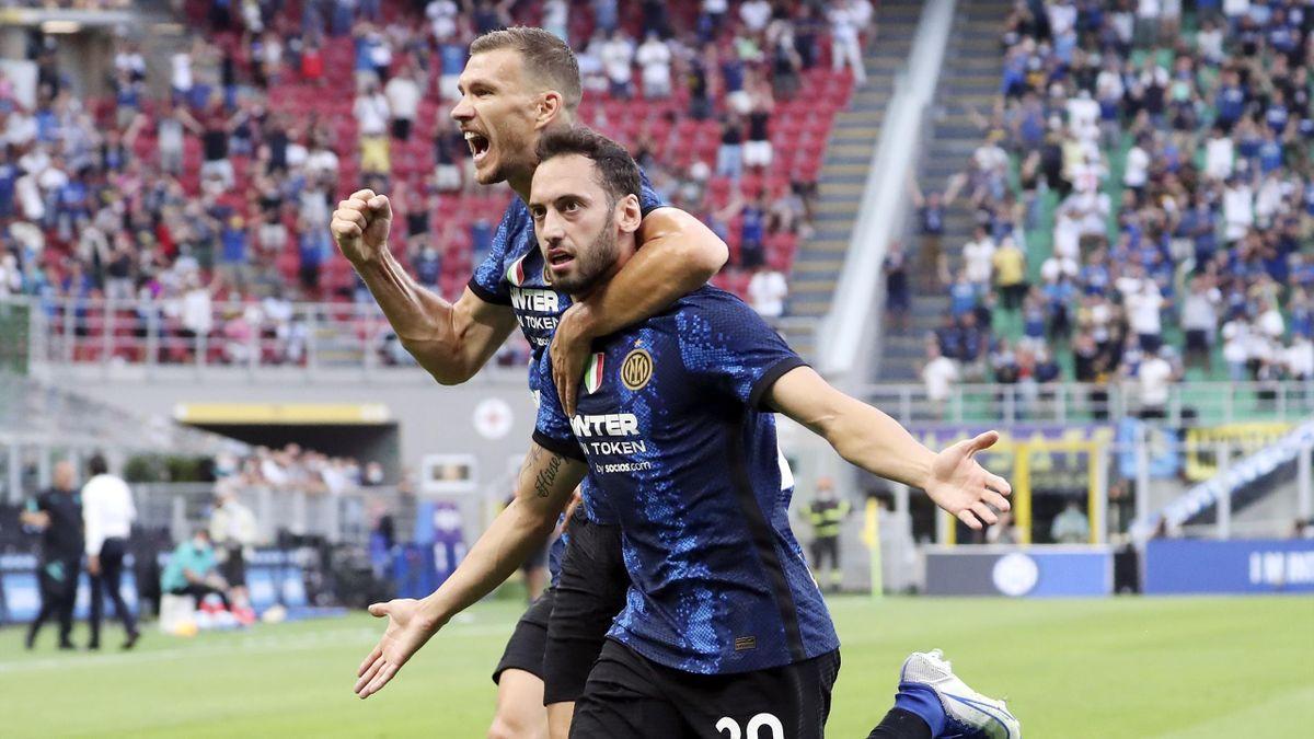 La gioia di Hakan Calhanoglu ed Edin Dzeko entrambi in gol, Inter-Genoa, Getty Images