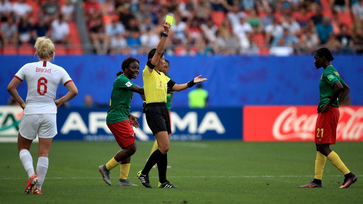 L'arbitrage a fait polémique lors de la rencontre entre l'Angleterre et le Cameroun