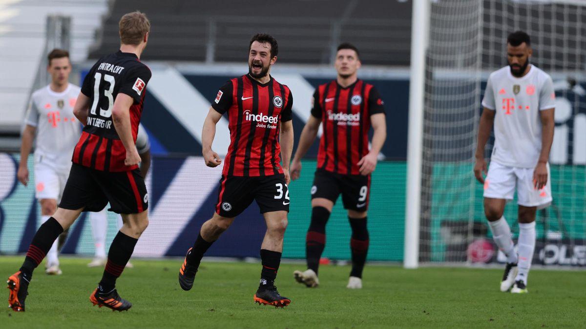 Amin Younes (Eintracht Frankfurt) bejubelt seinen Treffer gegen den FC Bayern