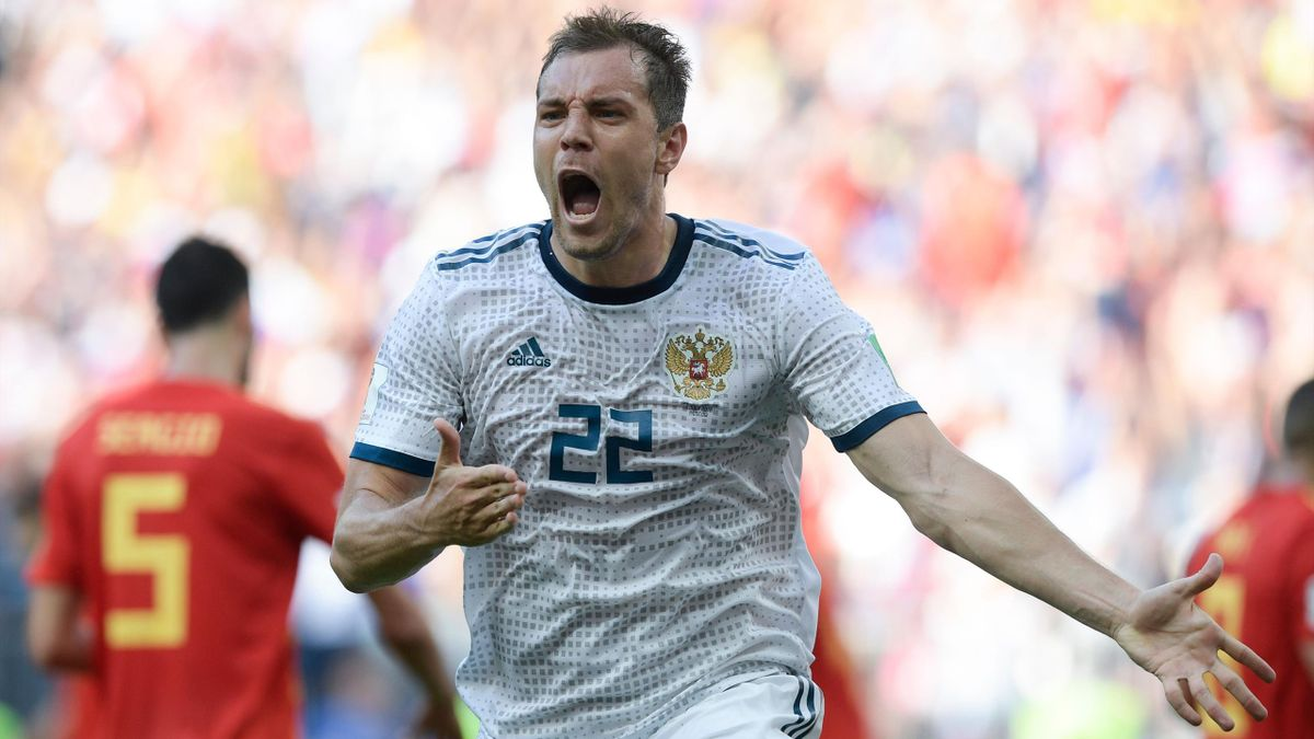 Артем Дзюба празднует гол в матче Испания – Россия