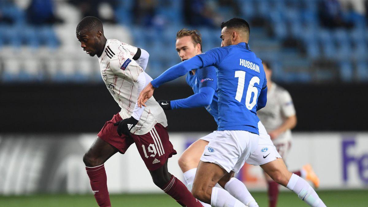 Nicolas Pepe i en duell med Martin Ellingsen og Etzaz Hussain