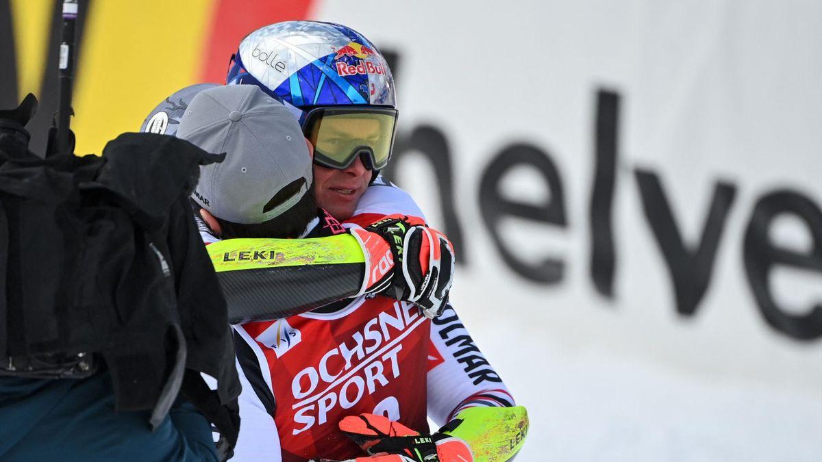 Alexis Pinturault umarmt Mathieu Faivre in Lenzerheide 2021