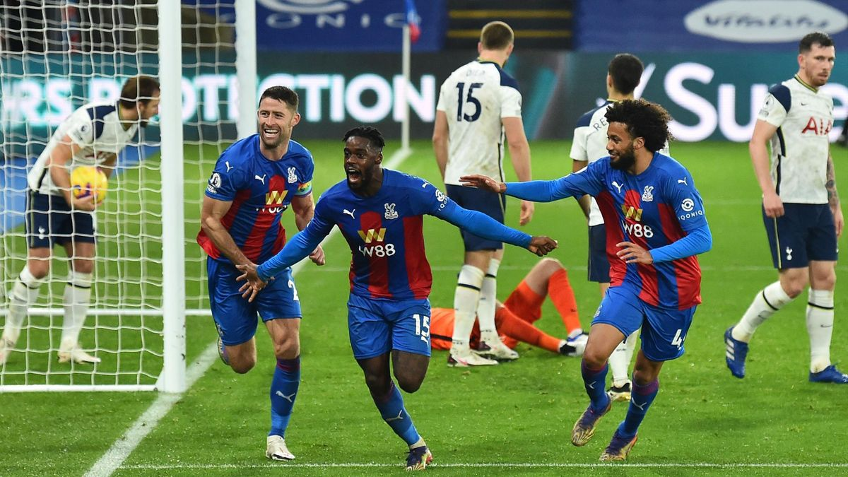 Jeffrey Schlupp of Crystal Palace celebrates with teammates Luka Milivojevic and Gary Cahill after scoring their team's first goal during the Premier League match between Crystal Palace and Tottenham Hotspur at Selhurst Park on December 13, 2020 in London