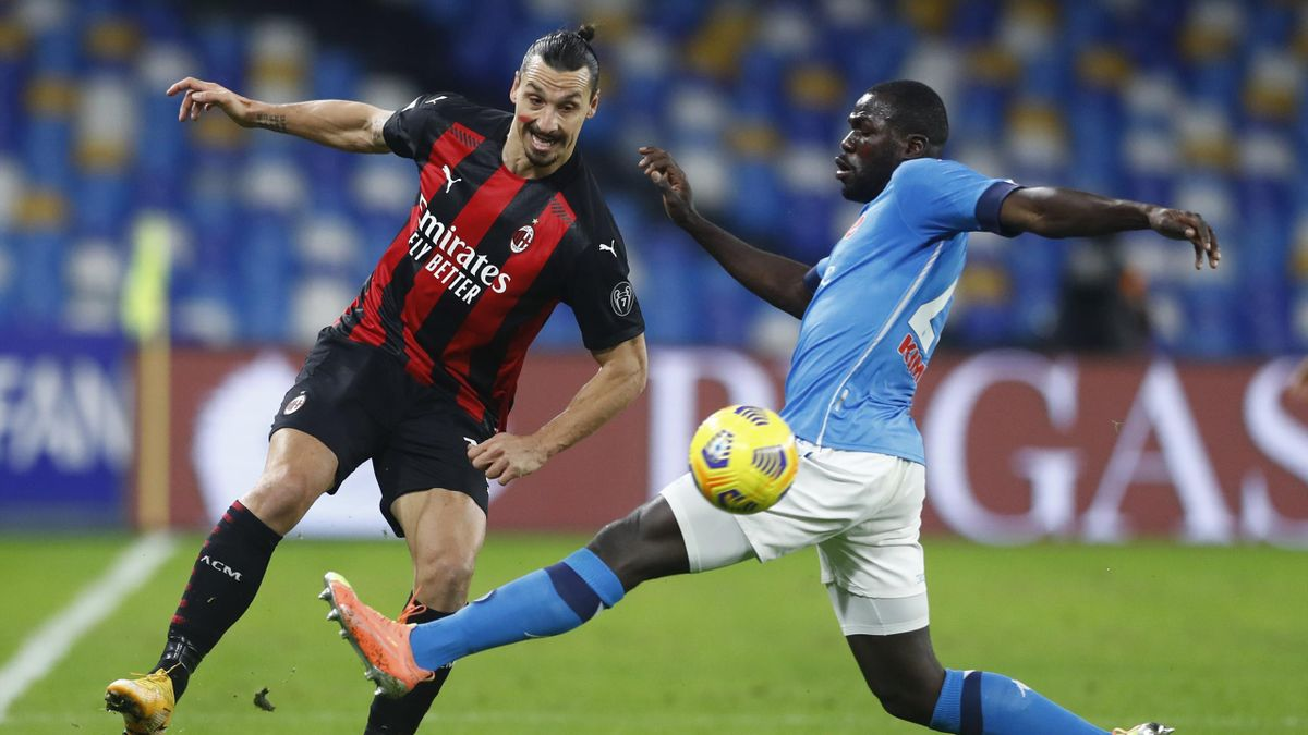 Zlatan Ibrahimovic (links) im Spiel gegen den SSC Neapel
