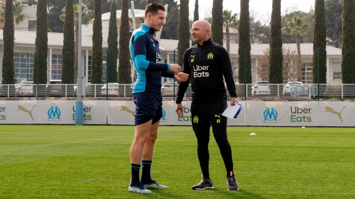 Florian Thauvin aux côtés de Jorge Sampaoli lors d'un entraînement de l'OM.