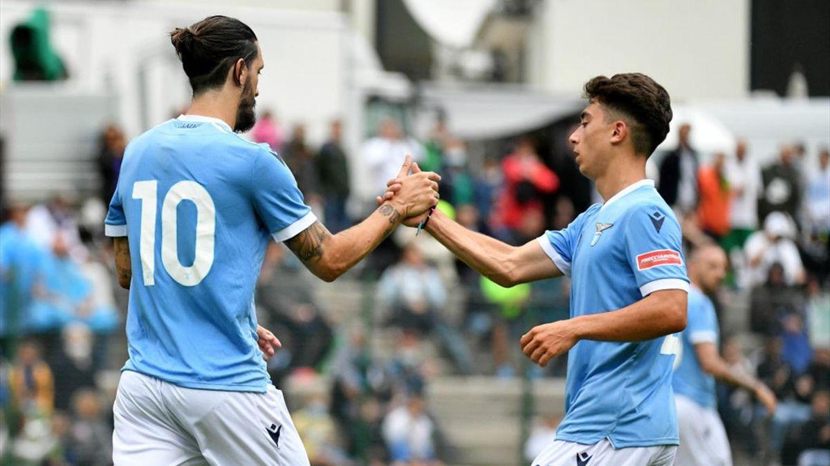 Luis Alberto esulta dopo un gol su rigore con il Padova in amichevole - Lazio-Padova 2021