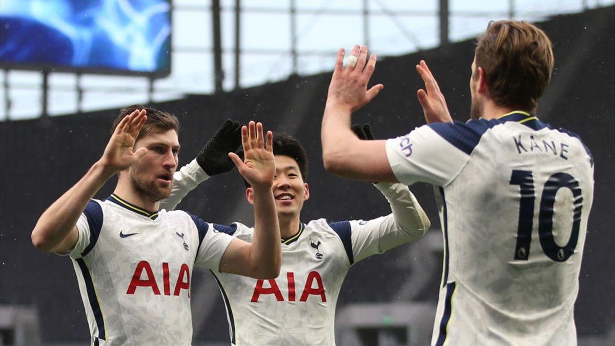 Harry Kane et Ben Davies célèbrent le but de Son Heung-Min lors de Tottenham - West Bromwich en Premier League le 7 février 2021