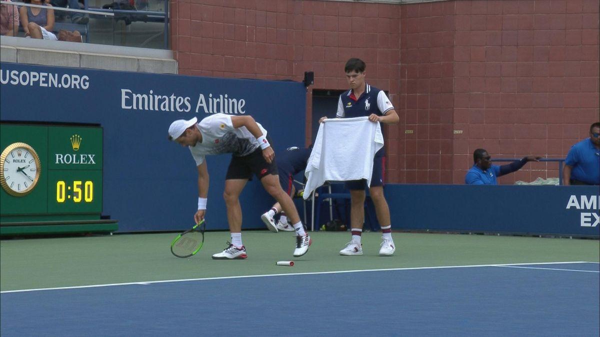 US Open : Day 5 - Pella breaks his racket in two parts