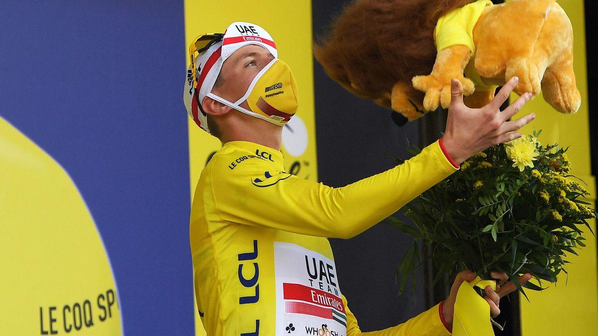 Tadej Pogacar en jaune, pour la première fois.