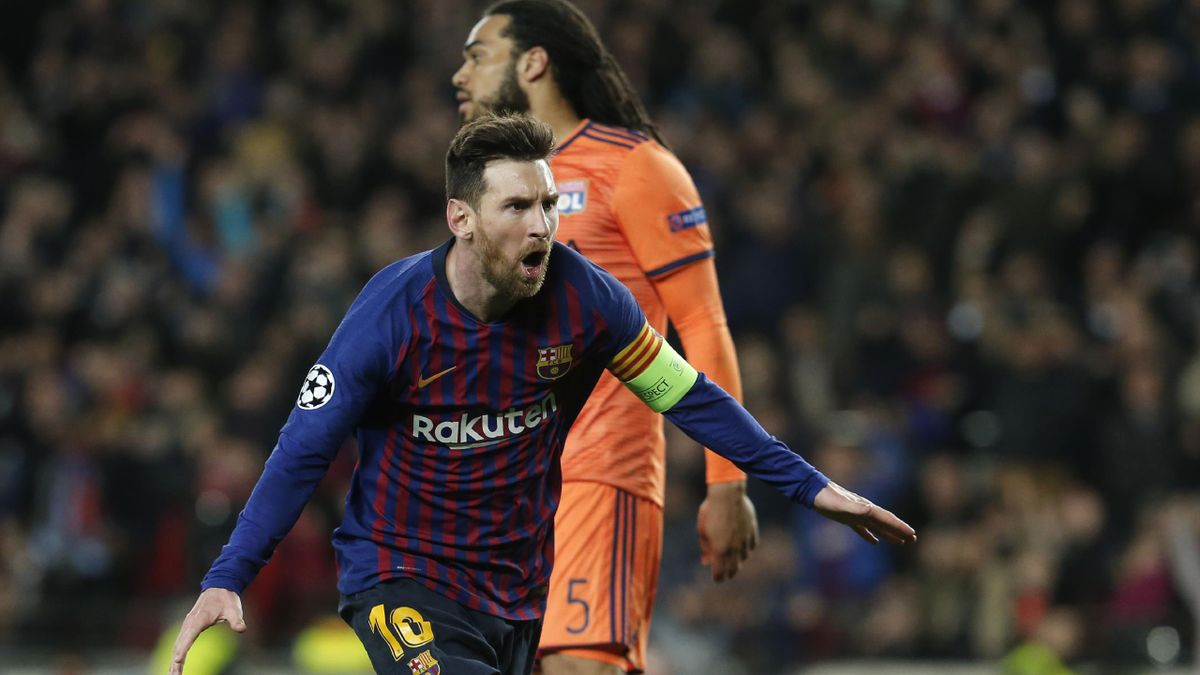 Lionel Messi célèbre un but devant Jason Denayer lors de Barcelone - Lyon (5-1), le 13 mars 2019 au Camp Nou.