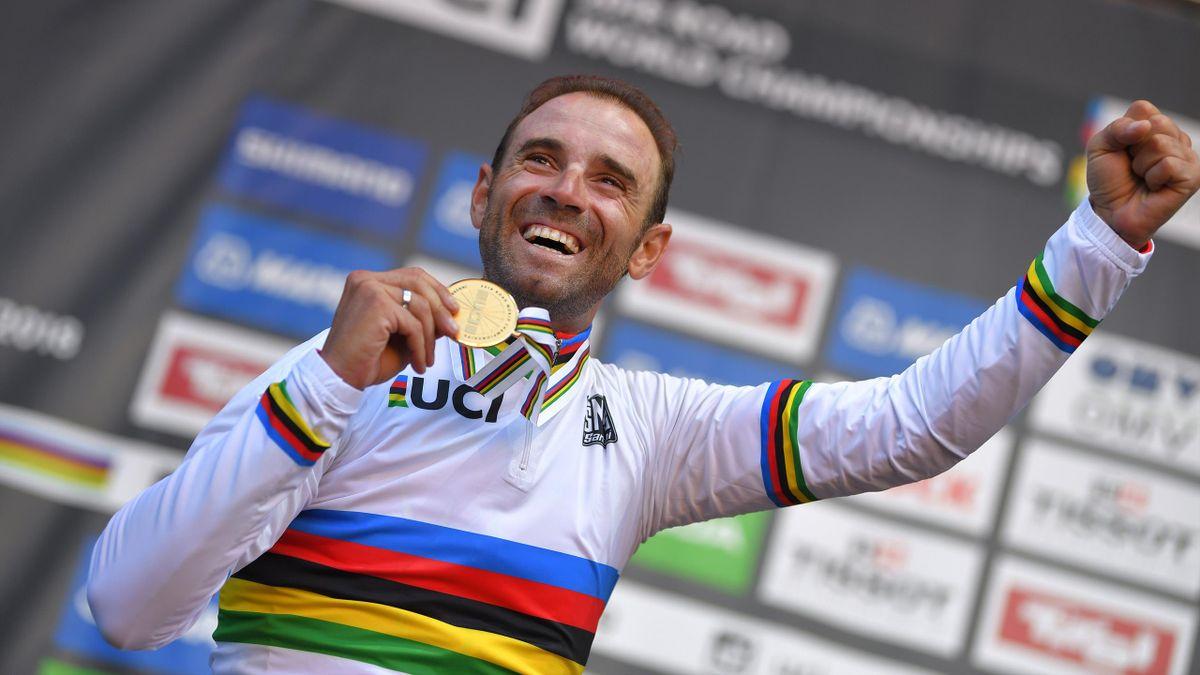 World champion Alejandro Valverde holds his gold medal after winning the men's elite road race in Innsbruck 2018