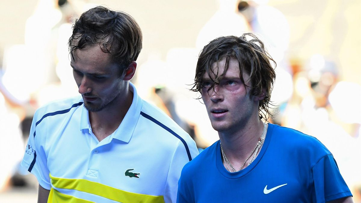 Highlights: Medvedev downs Rublev in searing heat to reach semi-finals