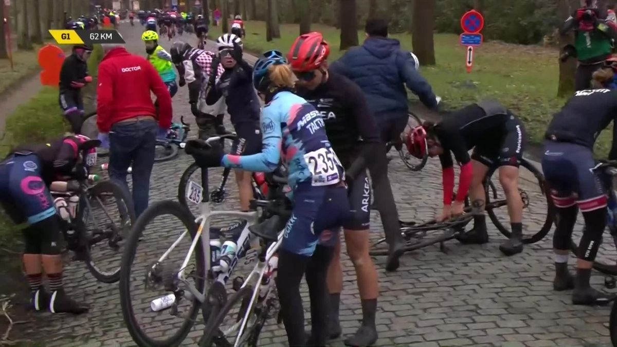 Highlights: Jasper Philipsen takes the sprint win to triumphh in men's Scheldeprijs