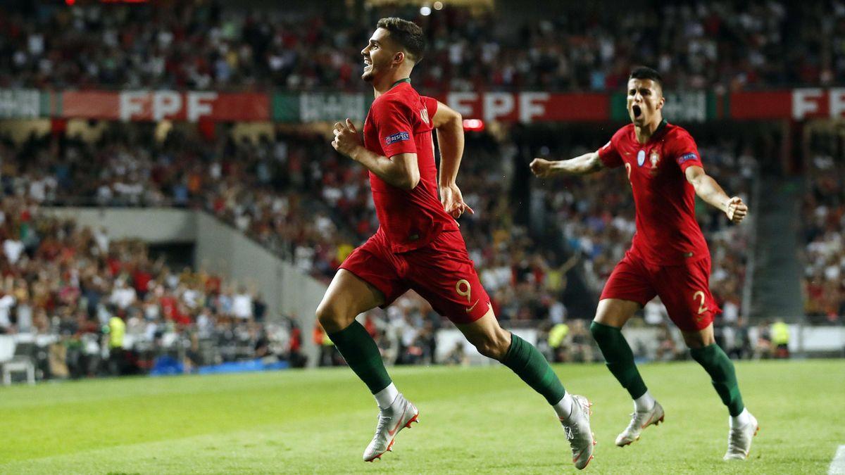 André Silva e Cancelo esultano dopo il gol segnato in Portogallo-Italia 2018