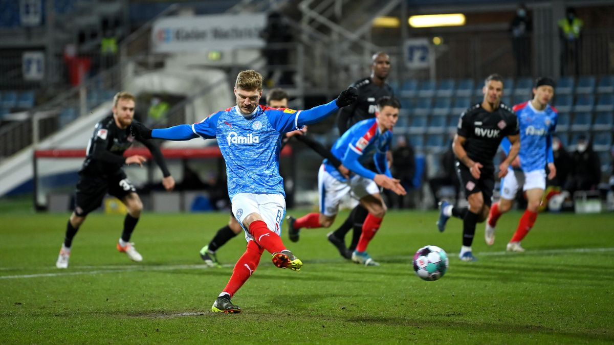 Alexander Mühling schoss Holstein Kiel vom Punkt zum Sieg gegen die Würzburger Kickers