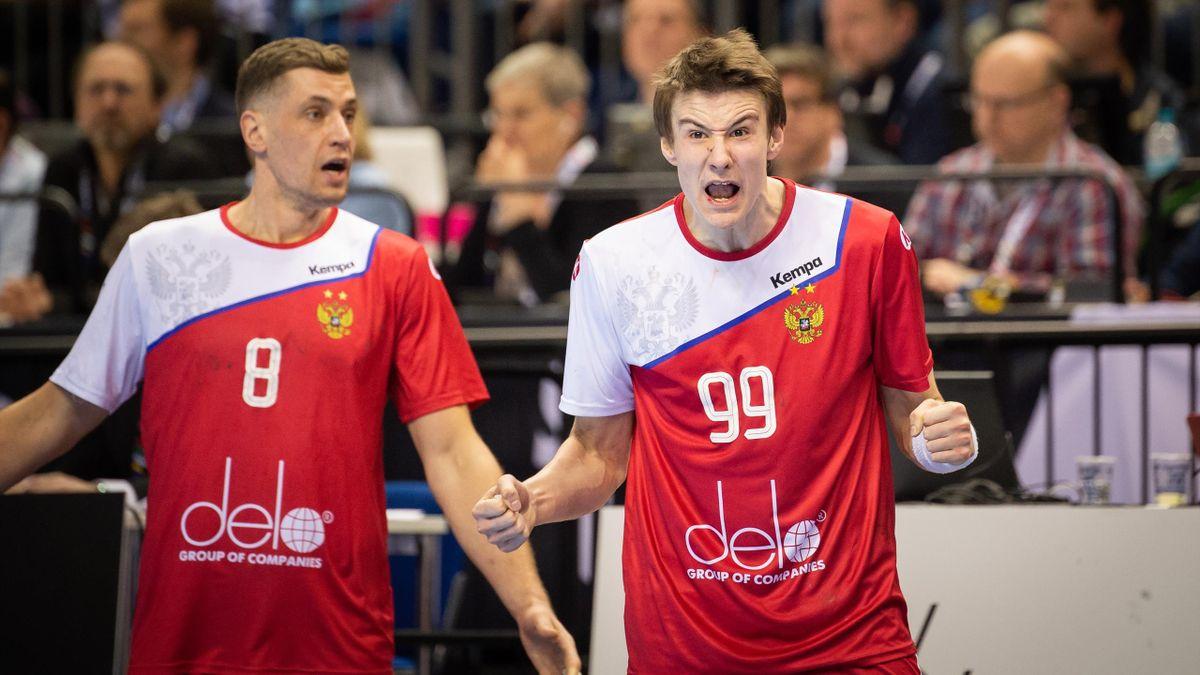 Игроки сборной России по гандболу Егор Евдокимов и Марк Косоротов