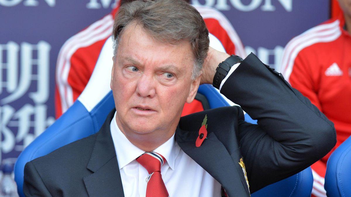 Manchester United's Dutch manager Louis van Gaal awaits kick of