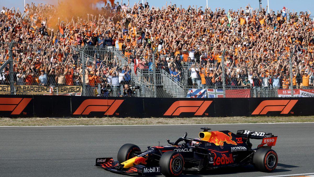 Max Verstappen (Red Bull) fährt in Zandvoort auf die Pole
