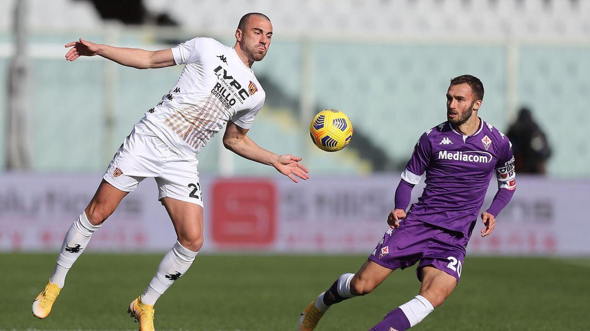 Fiorentina-Benevento, Serie A 2020-2021: Gabriele Moncini (Benevento) e German Pezzella (Fiorentina) (Getty Images)