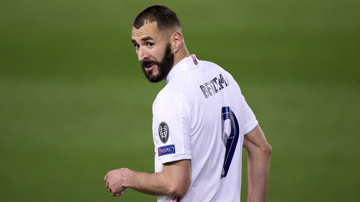 Karim Benzema of Real Madrid looks on during the UEFA Champions League Semi Final First Leg match between Real Madrid and Chelsea FC at Estadio Alfredo Di Stefano on April 27, 2021 in Madrid