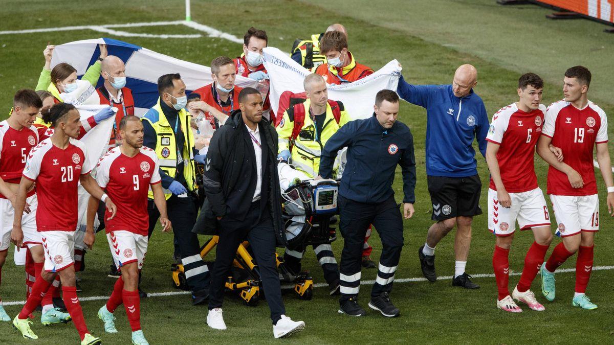Christian Eriksen évacué de la pelouse après son malaise cardiaque