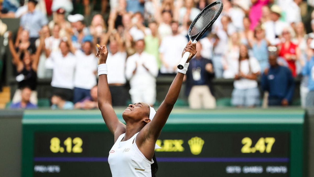 Cori Gauff esulta per la vittoria contro Polona Hercog al terzo turno di Wimbledon