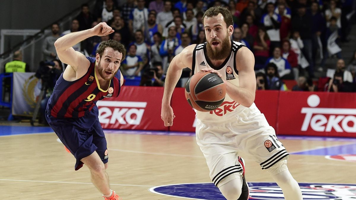 Barcelona's Brazilian guard Marcelo Huertas (L) vies with Real Madrid's guard Sergio Rodriguez during the Euroleague basketball Top 16 round 6 match Real Madrid vs FC Barcelona at the Palacio de Deportes in Madrid on February 5, 2015.