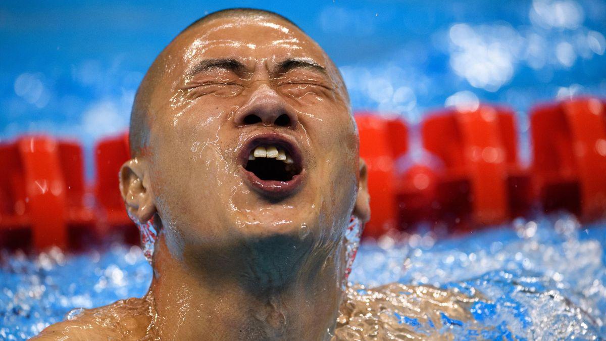 Le Chinois Shiyuan Pan célèbre son succès lors du 50m nage libre aux Jeux Paralympiques de Rio 2016