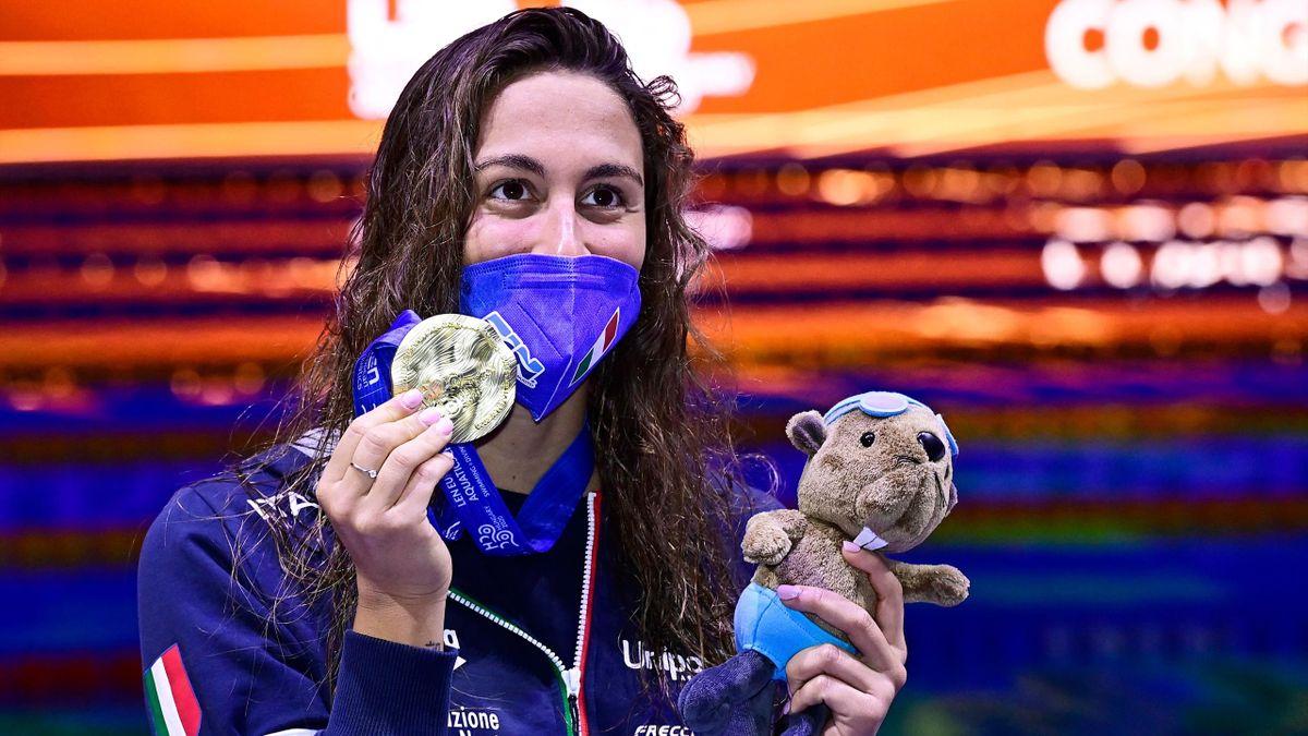 Simona Quadarella posa con l'oro agli Europei di Budapest, Getty Images