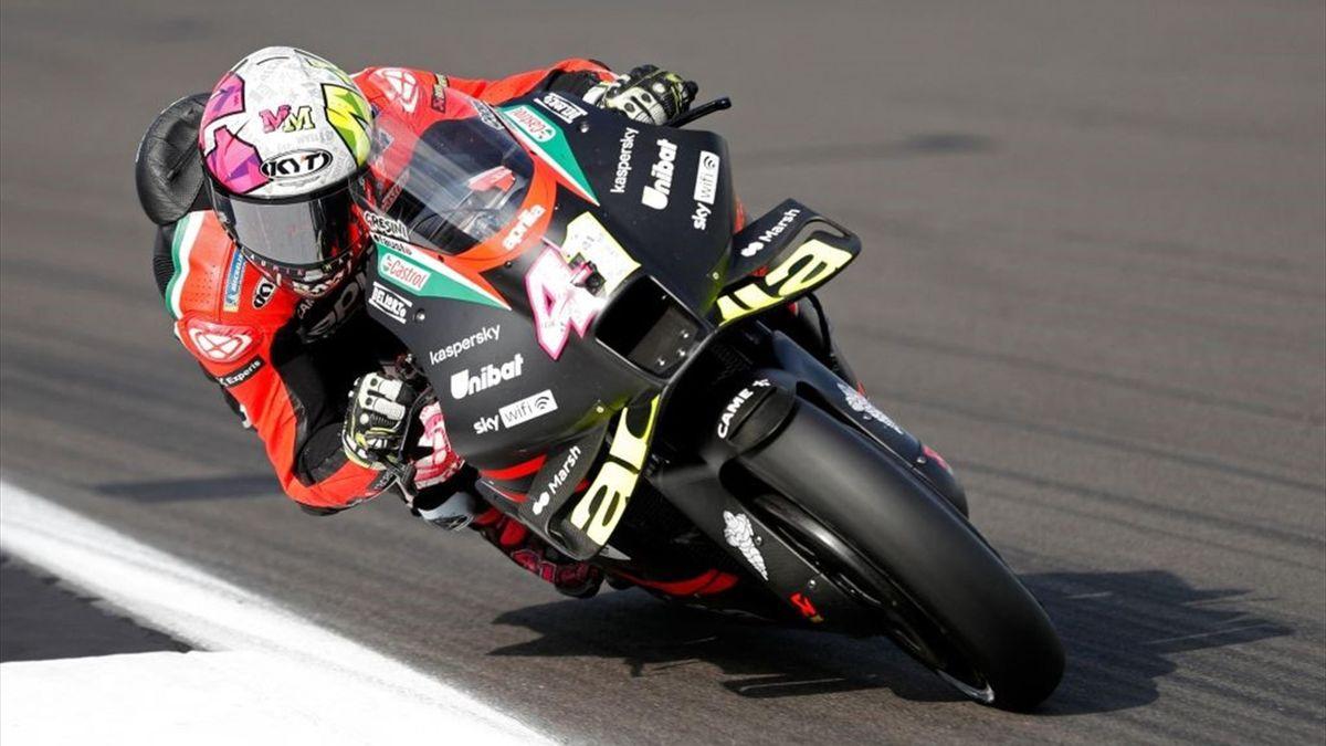 Aleix Espargaró sulla sua Aprilia durante il GP di Gran Bretagna di MotoGP, Mondiale 2021