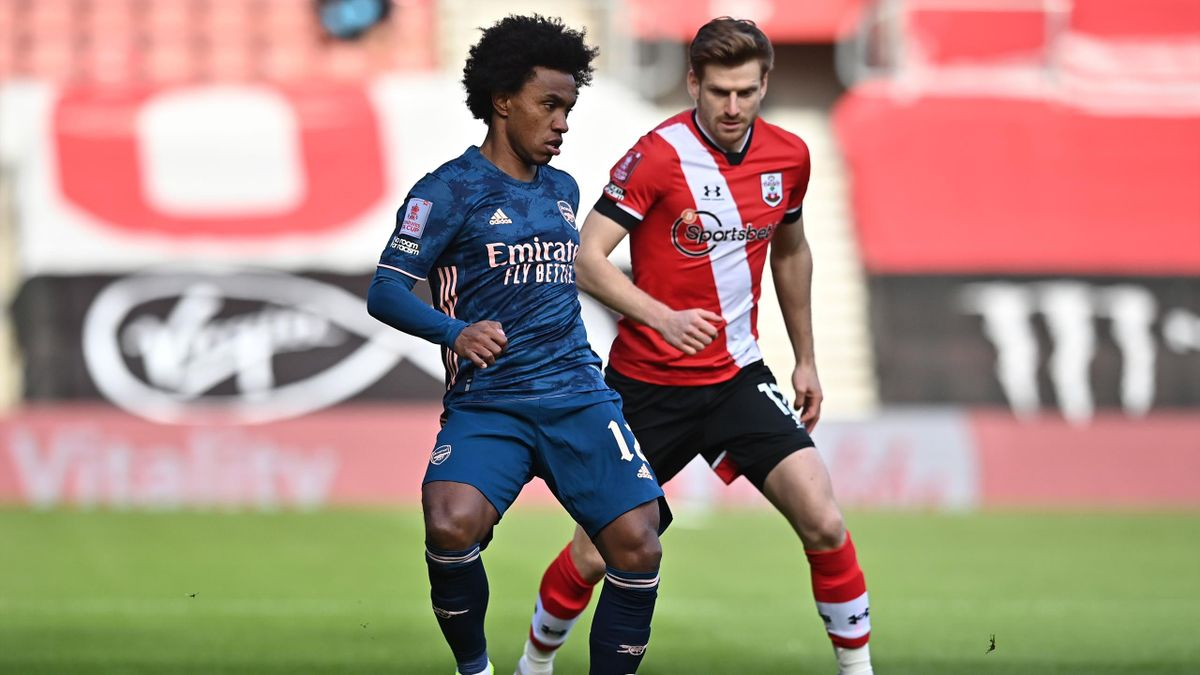 Arsenal's Brazilian midfielder Willian (L) vies with Southampton's Scottish midfielder Stuart Armstrong during the English FA Cup fourth round football match between Southampton and Arsenal at St Mary's Stadium in Southampton, Hampshire,on January 23, 202