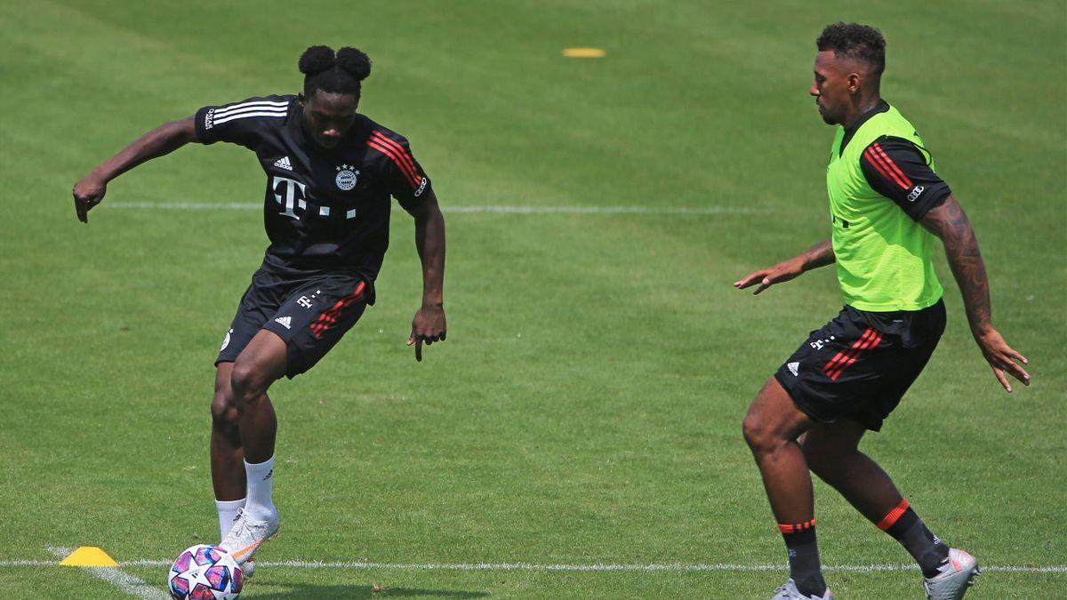 Alphonso Davies (links) und Jérôme Boateng (rechts) | FC Bayern München