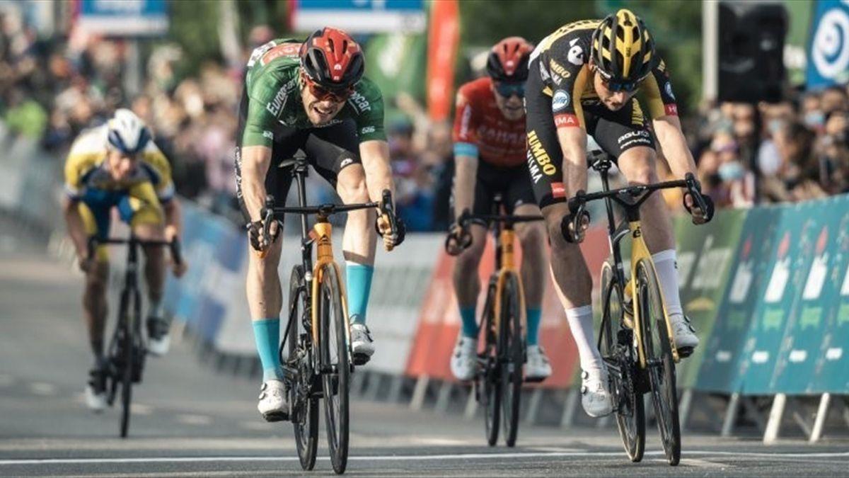 Phil Bauhaus (links) gewinnt die 3. Etappe der Tour de Hongrie