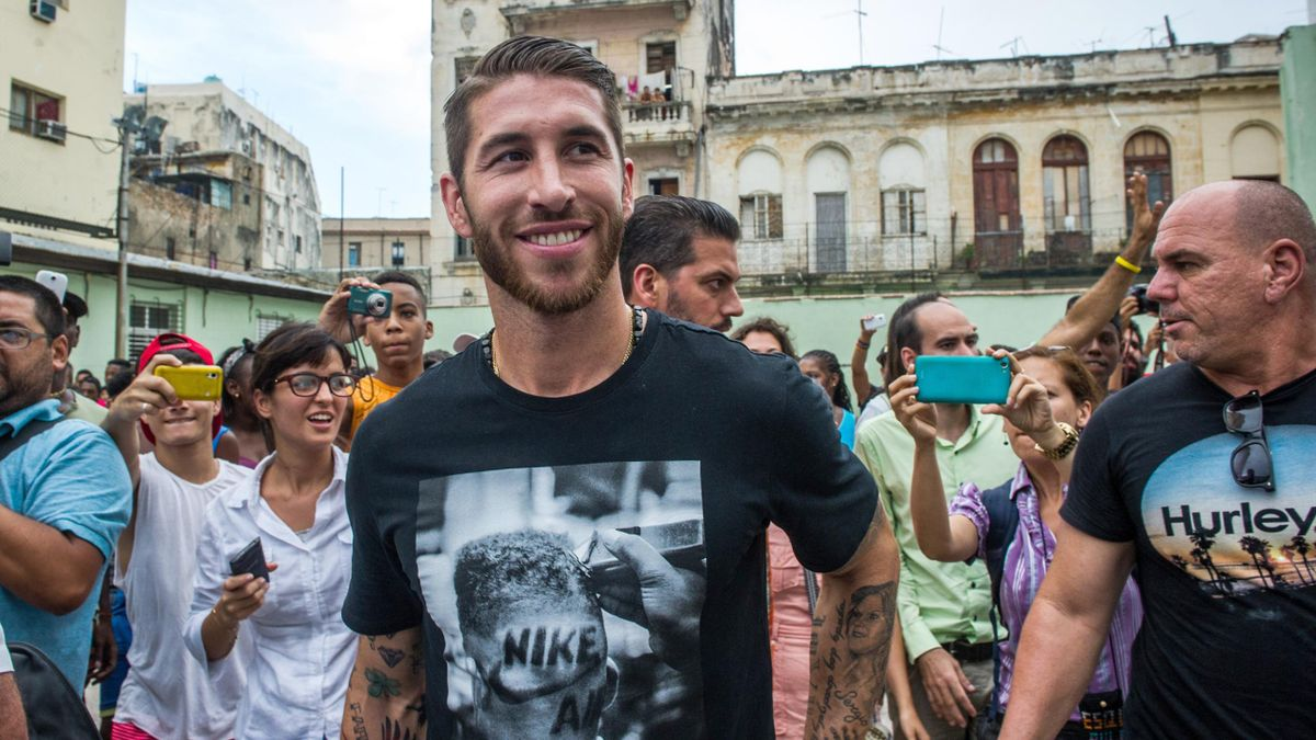 Real Madrid football team player Sergio Ramos (C) upon his arrival in Havana, on June 16, 2015