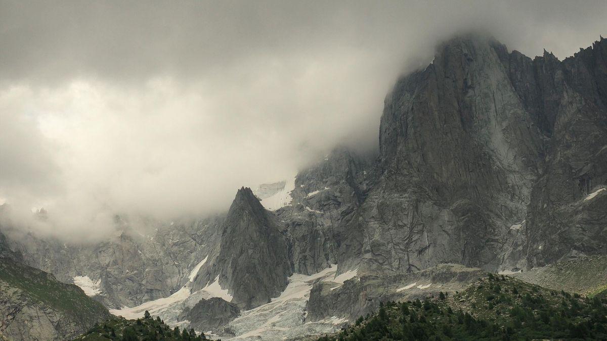 Горы Пети Аигел Верте