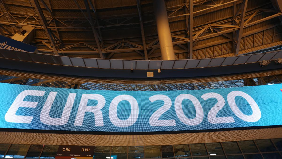 Uefa Euro 2020 - il logo dentro lo stadio