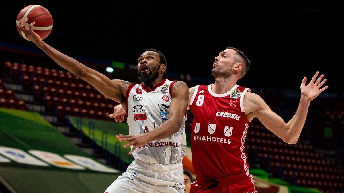 Kevin Punter (#0 AX Armani Exchange Milano) and Filippo Baldi Rossi (#8 UNAHOTELS Reggio Emilia) in action during the LBA Frecciarossa Final Eight 2021 match between AX Armani Exchange Milan and UNAHOTELS Reggio Emilia at Mediolanum Forum on February 11,
