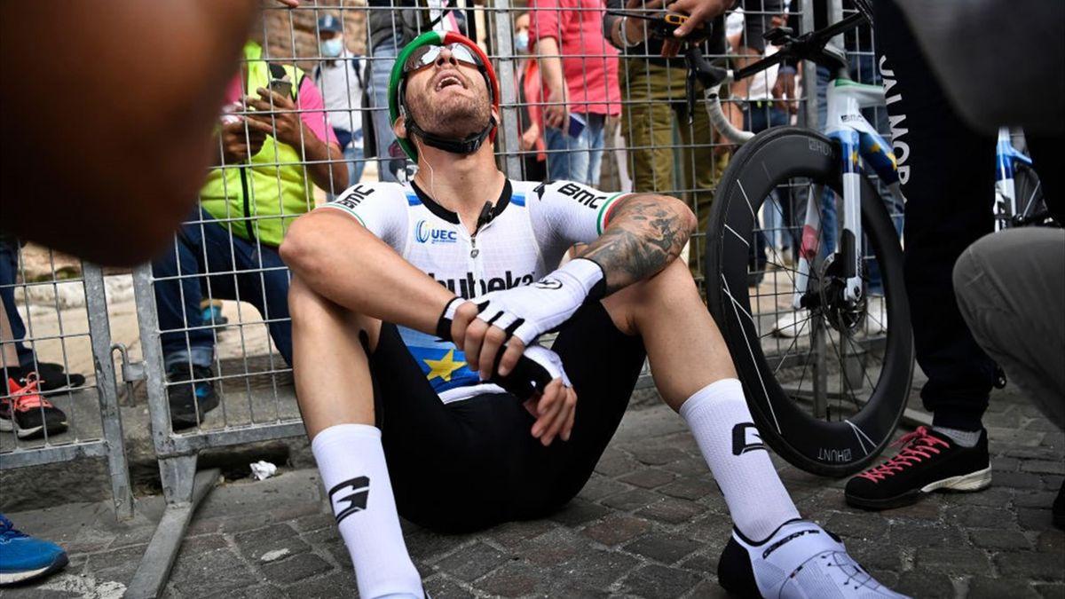 Giacomo Nizzolo stremato dopo la volata di Verona - Giro d'Italia 2021