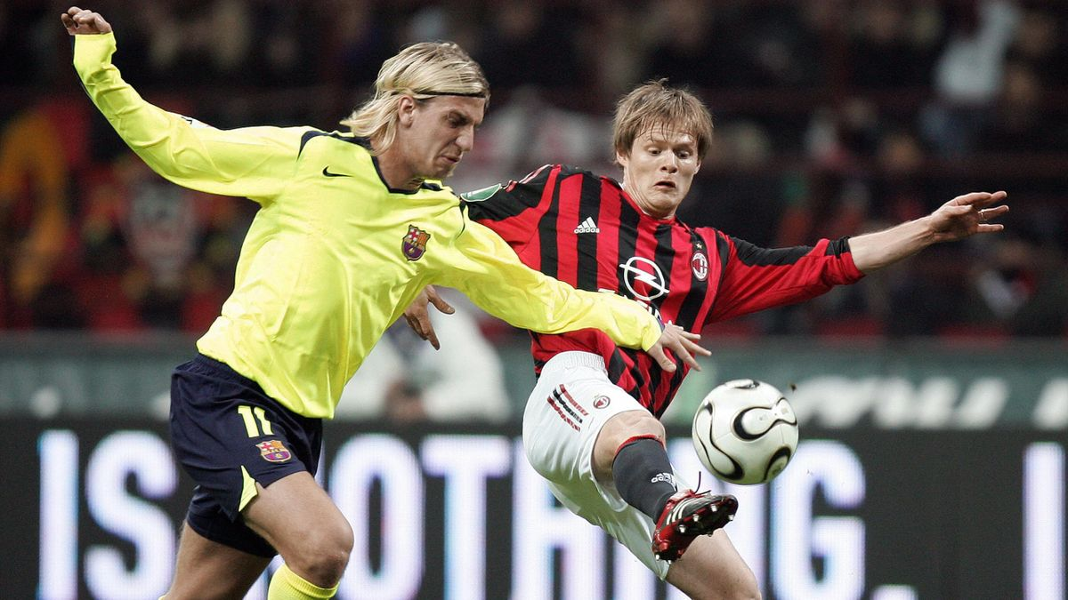 Maxi Lopez con la maglia del Barcellona a duello con Vogel - Milan-Barcellona - Champions League 2005-2006
