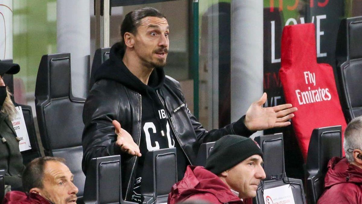 Ibrahimovic dà delle indicazioni dalla panchina in Milan-Napoli - Serie A 2020/2021 - Getty Images