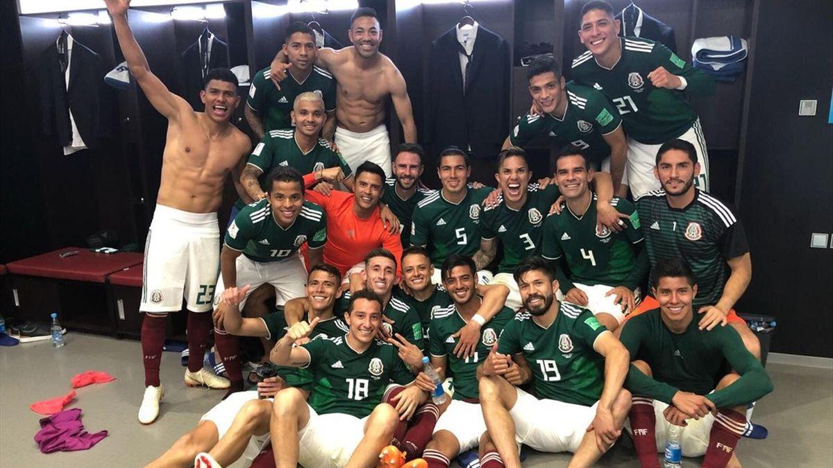 Сборная Мексики после победы над Германией