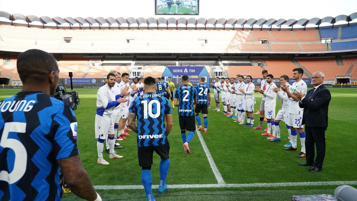 La passerella d'onore per l'Inter da parte della Sampdoria