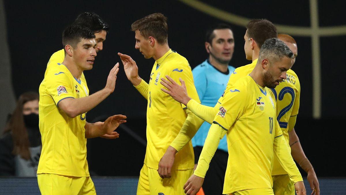 Ukraine celebrate their first goal by Roman Yaremchuk